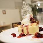 フワット まるやまキッチン - ベリーパンケーキ