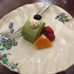 Happouembanketto - 甘味(抹茶のロールケーキに季節の果物)