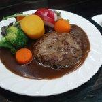 ジルジル&ジロール - ハンバーグステーキたっぷり野菜添え