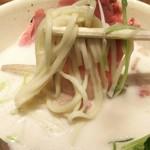 牛骨ら~めん ぶっこ志 - 1701 牛骨ら~めん ぶっこ志 麺と肉を一緒にかきこむ!