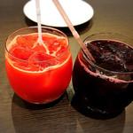 レガーロ - 赤葡萄ジュースとブラッドオレンジジュース