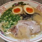 萬福本舗 - とんこつらーめん+味玉全景