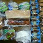 オリオンベーカリー アウトレットストア - 料理写真:写真右側のコッペパンは全てオマケです