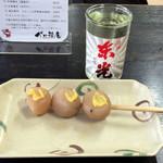 べに花庵 - 料理写真:玉こん100円とカップ酒(東光)300円