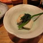 築地日本海 - お通し かしわ、高野豆腐、茄子、ほうれん草の煮物