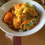 バンチャガル - サラダ。濃厚なドレッシング