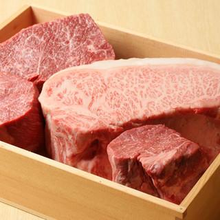 厳選したA5クラスを鉄板焼きで調理し、ステーキでご提供。
