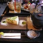 天 - 抹茶チーズケーキとアイス番茶