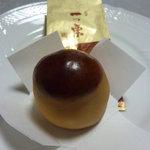 湖月堂 博多大丸 - 料理写真:一つ栗