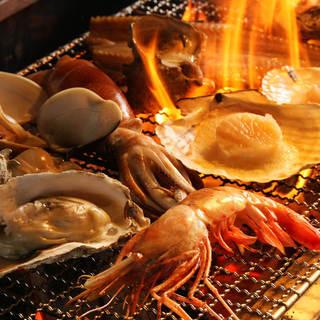 海の幸、山の幸、お肉、季節の食材を炉端焼きで堪能