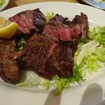 61505816 - 赤身肉のステーキ