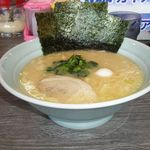 横浜家系ラーメン 喜多見家 - 料理写真:ラーメン 680円