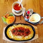 cafe.miel - カフェミエルの鉄板ミートスパゲッティランチセット1200円(食後にドリンク&プチデザート付)