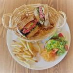 cafe.miel - trentotto製ローストビーフのサンドイッチ1000円
