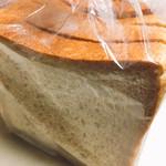 61515238 - 全粒粉食パン