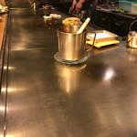 広島お好み焼き・鉄板焼き 倉はし - ピカピカの鉄板