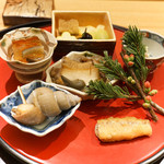 日本料理 太月 - 前菜:子持ち昆布、あみがさゆず、ちゃしとう味噌漬け、身わさび、アーモンド根みつ葉しろあえ、河豚の皮煮こごり、わかさきの南蛮漬け、白ばい貝