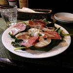 61518821 - ランチコースのオードブル。生ハムと水牛のモツァレラチーズのサラダ。思わず「ワインください!」と言いたくなるバランスのいいサラダ。(^^♪