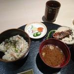 割烹 武田 - ズワイガニの釜飯、香の物、味噌汁