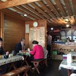 小林カレー - 喫茶店のような店内だけど、誰も喫茶してない