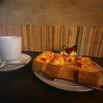 月と六ペンス - 珈琲プレート【チーズトースト】