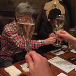 61527582 - シャンパンで乾杯