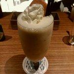 キャラバンズ カフェ - バナナのレアチーズケーキカクテル