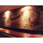 麗江 - 店内の壁に描かれた黒龍は、中国の美しい街『麗江』にちなんだ物