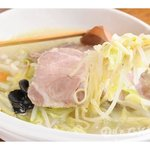 麗江 - 料理写真:鶏白湯(パイタン)スープのコラーゲンとたっぷり野菜に塩焼豚。