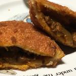 手作りパン キムラヤベーカリー - 具沢山のカレーパン