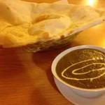 東インドカレーレストラン シャンティ - 料理写真:マトンサグ、ナン