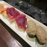 どでか寿司 - 赤貝、まぐろ、かにみそ