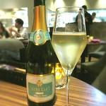 61535566 - 乾杯は、ヴ―ヴェリーブリュットブランブランで