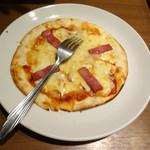 いちげん - コースの厚切りベーコンとトマトのピザです