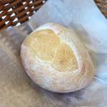 高田馬場 イタリア料理 フラットリア - バケット2。お代わりすると違うパンをサーブしてくれました。