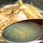 蕎麦 月読 - 鍋のような出汁の出たスープ