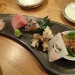 夜ノ焼魚 ちょーちょむすび - お刺身3点盛り(→サービスで5点盛り)