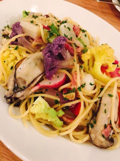 フィッシャーマンズマーケットオイスターバー - 牡蠣と季節野菜のスパゲティ¥1780✨ サッパリ塩オイルベース♡