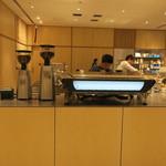 ブルーボトルコーヒー - シンプル・モダンな店2