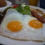 ジョナサン - 料理写真:目玉焼モーニングセット 625円。