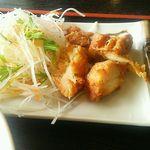 久香亭 - 唐揚げと大根のサラダ。