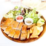 Roast Chicken&M.C.Cafe Bon - Thigh plate モモ肉200g (950円) '17 1月中旬