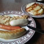 シーキャッスル - ソーセージ盛り合わせとポテトフライ