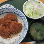 志多美屋本店 - ソースカツ丼(4個)全景