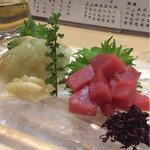 日本酒バル きわみ - 鮃昆布〆 まぐろブツ