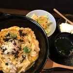 61563833 - 特製親子丼1,100円…吸い物、サラダ、寄せ豆腐付