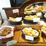 61566432 - 【2017/1】食べ放題のパンたち