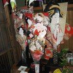 鰻料理 たけだ - 正月の香り漂う羽子板の七福神に見守られ年の瀬迎う鰻屋かな