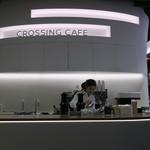 CROSSING CAFÉ - ホワイトとライトグレーを基調とした簡素でモダンなカフェ2