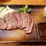 四文屋 - 牛レアステーキ350円(税別)